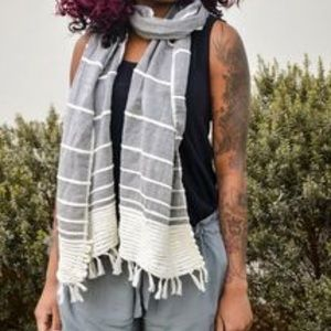 Brand New Tonlé scarf gray and white